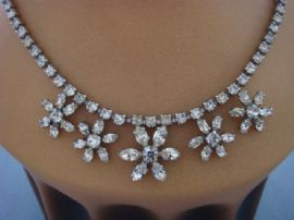 Diamante Daisy Necklace - 1950s Vintage Necklace - Floral Wedding Jewellery (sold)